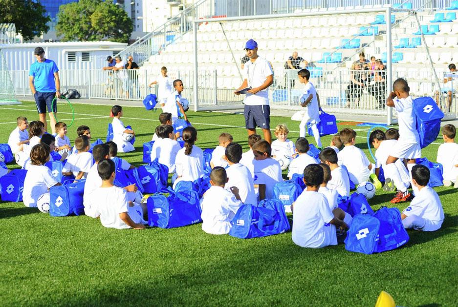 האימון הראשון יוצא לדרך, בית הספר לכדורגל של אבי נמני